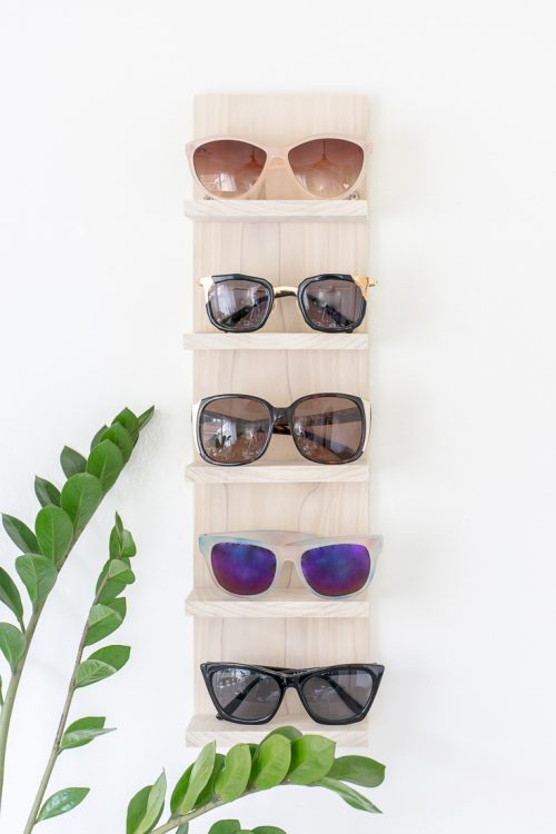Is your sunglasses collection a mess? Make a DIY sunglasses organizer to display them in style. #DIY #sunglasses #sunglass #display #organize #organizer